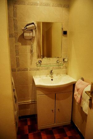 Hotel Paris Gambetta : Partial photo of bathroom