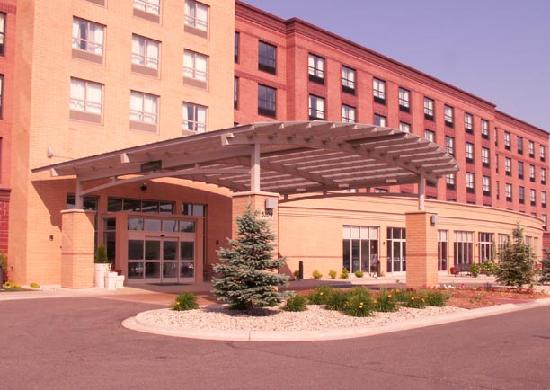 Holiday Inn Madison at The American Center: This hotel is located in a suburban business park with close access to interstate.