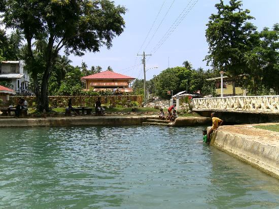 Siquijor Island, Philippines : Natural spring pool right in the heart of San Juan de Capilay