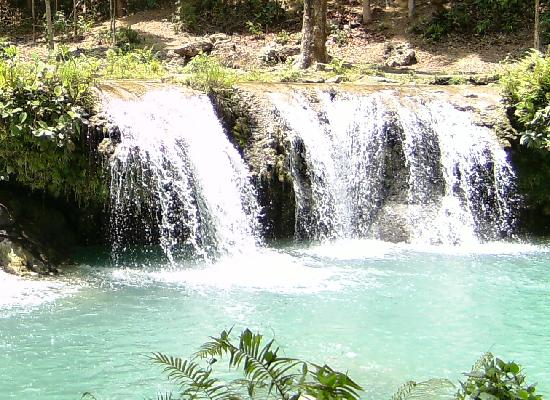 Siquijor Island, Philippines: coool cascades of the Cambugahay Falls