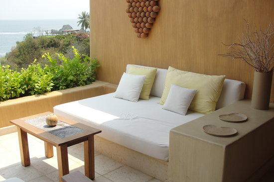 Capella Ixtapa: Comfie seating on our deck