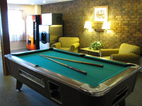 Americas Best Value Inn-  Webster City: lobby