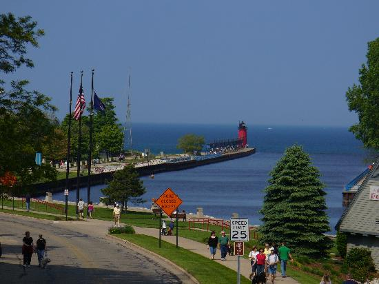 South Haven, MI: Just a short walk from town to the lighthouse
