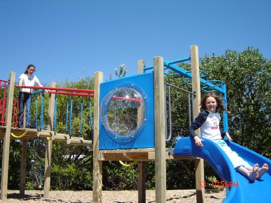 Napier Beach Kiwi Holiday Park and Motels: Playground for the kids