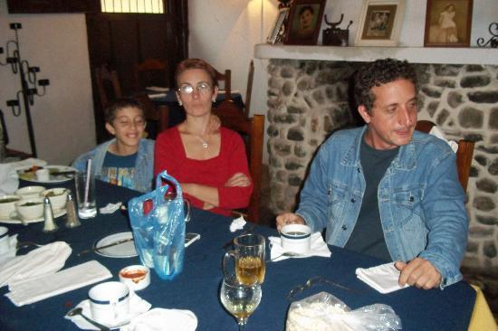 Valle de Angeles, Honduras: Familia Alonso en La Casa de Las Abuelas