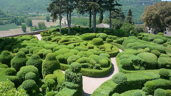 Vezac, France : The Topiary Garden and View