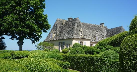 Vezac, Frankreich: The Topiary Garden and Chateau