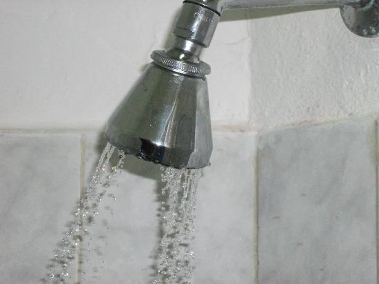 Bamburi Beach Hotel: Fancy a shower -