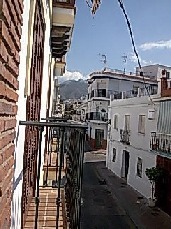 Easy Nerja Hostel : FRom our balcony looking up towards the mountains