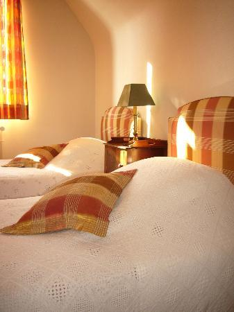 La Haye-Malherbe, France : une chambre avec des lits jumeaux