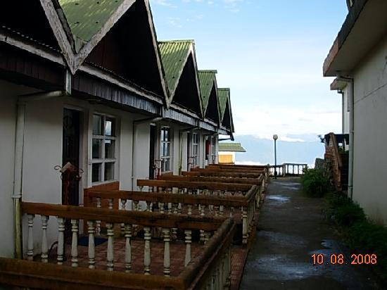 Sterling Resorts Darjeeling: View of cottages
