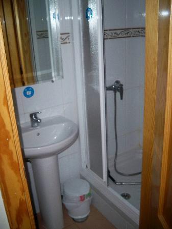 Pension Adeco: Bathroom