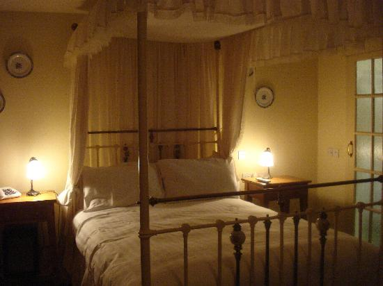 The Plough Inn: room