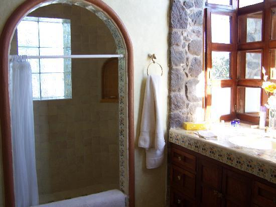 Quinta del Sol: grotto shower