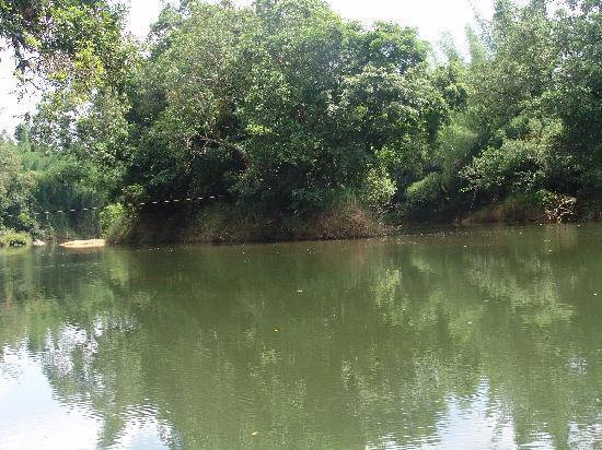 Kadkani River Resort: River Crossing