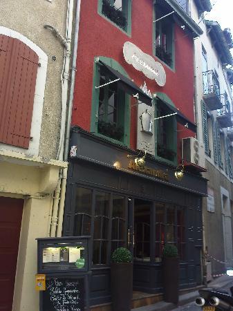 Restaurant Alexandra: Juste derrière l'hôtel de la Grotte