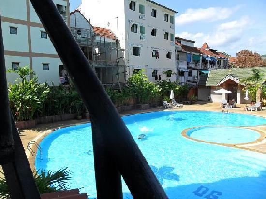Baipho Boutique Residence Phuket: Pool used by Baipho nearby