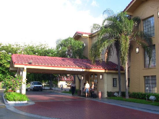 La Quinta Inn Miami Airport North: Entrance