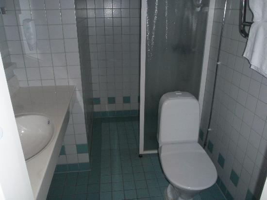 Rantasipi Tropiclandia Spa and Resort: Bathroom