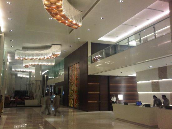 Holiday Inn Mumbai International Airport: Lobby2