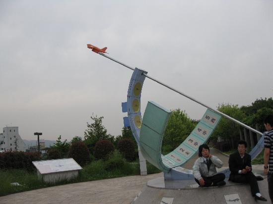 Air Front Oasis Shimogawara : モニュメントが目印