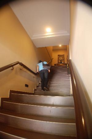 Hotel Eden54: Oh no! Stairs!