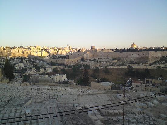 Jerusalem Panorama Hotel: Bedroom view - Good morning Jerusalem