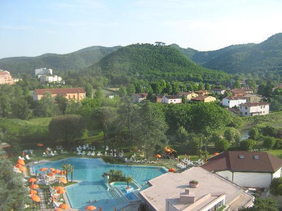 Hotel Garden Terme: Blick vom Hotel auf die Poollandschaft