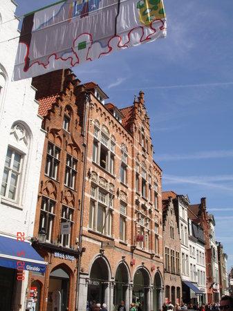 Azalea Hotel: Riches anciennes maisons flamandes