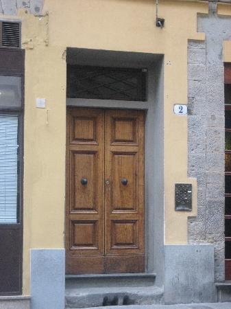 The door to Relais Cavalcanti