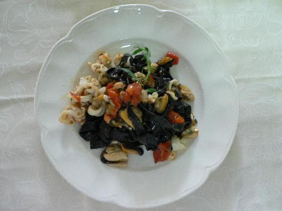 Orbetello, Italy: Tagliolini neri ai frutti di mare