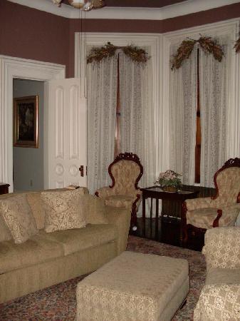 ذا هاري باكر مانشن: Sitting Area of Annie's Suite