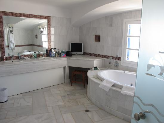 Mykonos Grand Hotel & Resort: Bathroom Room 340