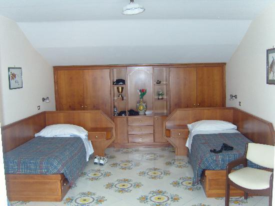 Don Valerio B&B: first bedroom