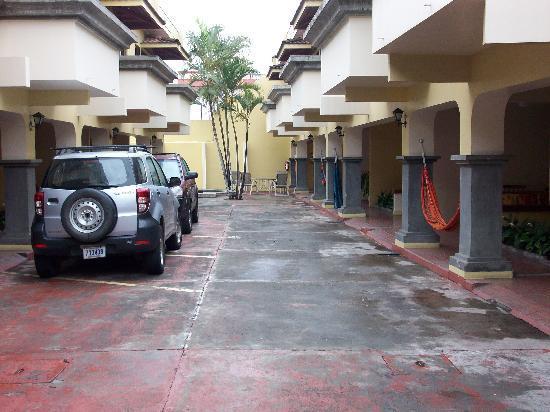 Taranova-Villas Palmas: Inside courtyard