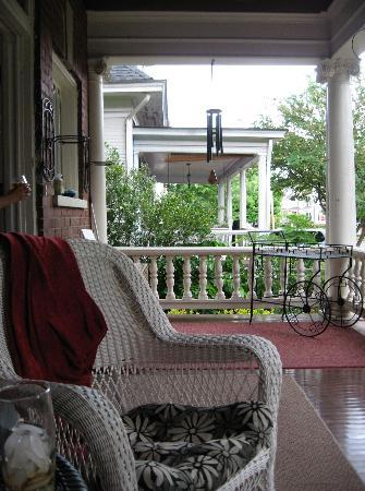 Rose Hill Bed & Breakfast: The welcoming front porch of Rose Hill