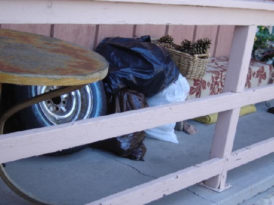 Thundercloud Resort: the junk on the porches