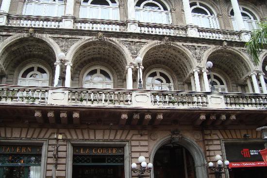La Corte Restaurant : fachada del edificio