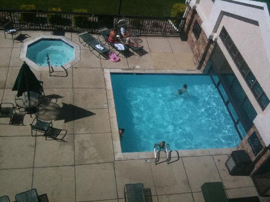 Hampton Inn and Suites Pueblo-Southgate: The octogonal hot tub and the outdoor half of the swimming pool.