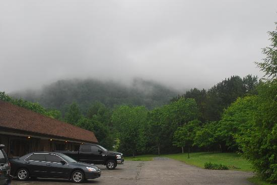 Highland Manor Inn & Conference Center: Post storm mist at Highland Manor