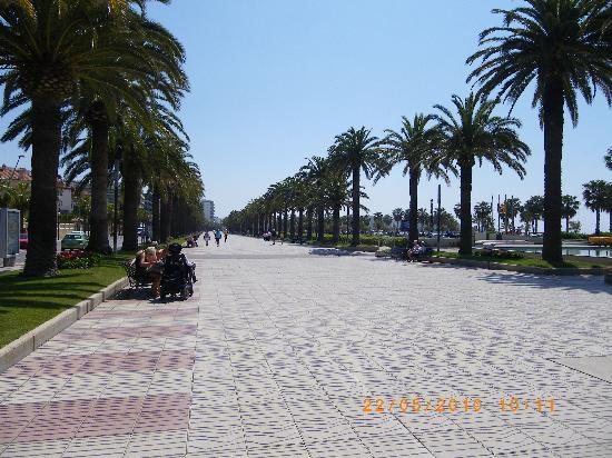 H10 Delfin: Salou Promenade
