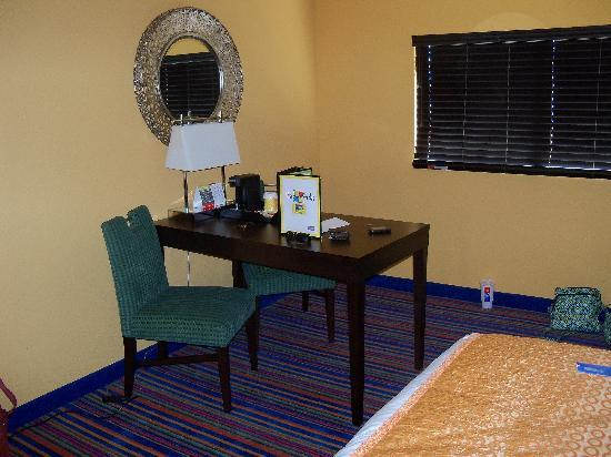 Coco Key Hotel and Water Park Resort: Table w/ Coffee Maker and 2 chairs