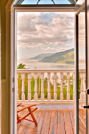Nature et Pinceaux : Un paysage magnifique vu du balcon