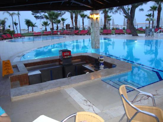 Otium Hotel Life: swimming pool bar