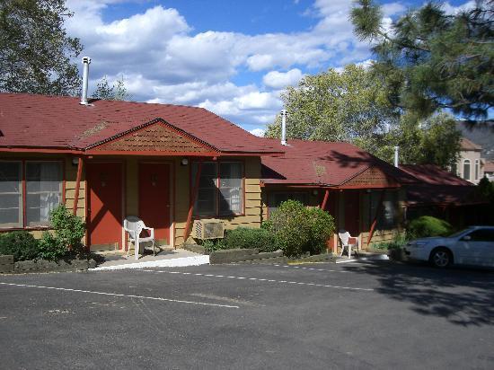 كابوس موتل: Caboose Motel