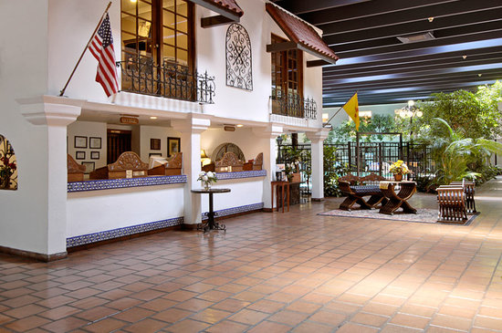 Ramada Las Cruces Hotel and Conference Center: Hotel Lobby