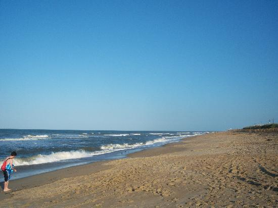 Baymont Inn & Suites Kitty Hawk Outer Banks: Lots of wide open beach area - it seems to go on forever!