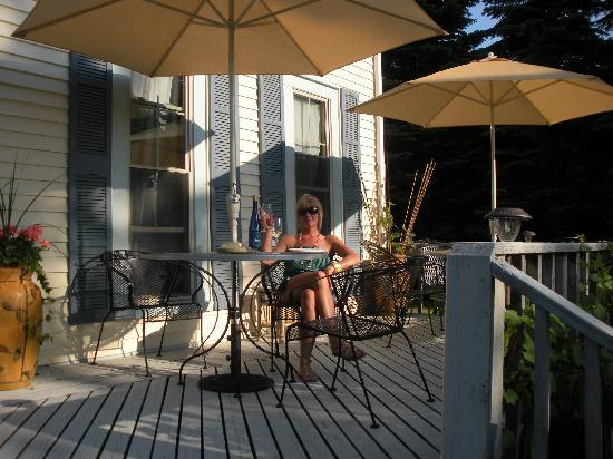 The Last Resort B & B Inn: Wine and Cheese on the front Porch on a sunny afternoon!