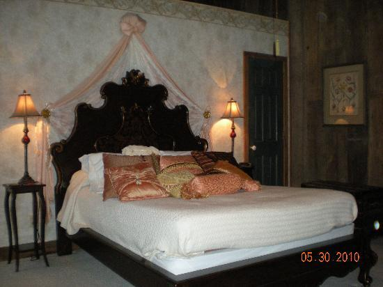 Airy Mount Historic Inn: Tuscany Jr. Suite