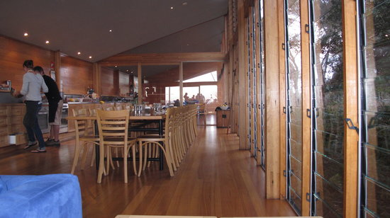 Bay of Fires Lodge: dining/kitchen